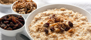 Oatmeal with raisins on top